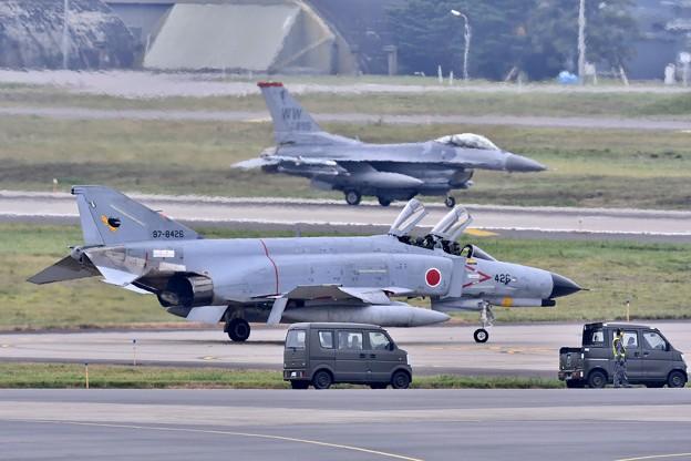 三沢空港。。ケロヨンファントムと米空軍F-16