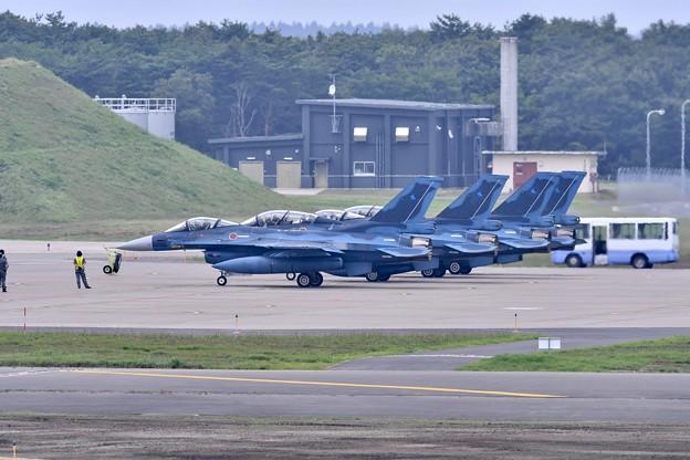 三沢基地の風景。。ローカル帰投第3飛行隊F-2 機体チェック