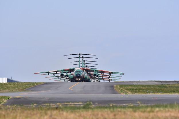 撮って出し。。今日台風一過青空入間基地航空祭名物C-1大名行列 10月30日