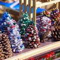 写真: 巾着田のお土産品。。大きな松ぼっくりで作ったクリスマスツリー 20170918