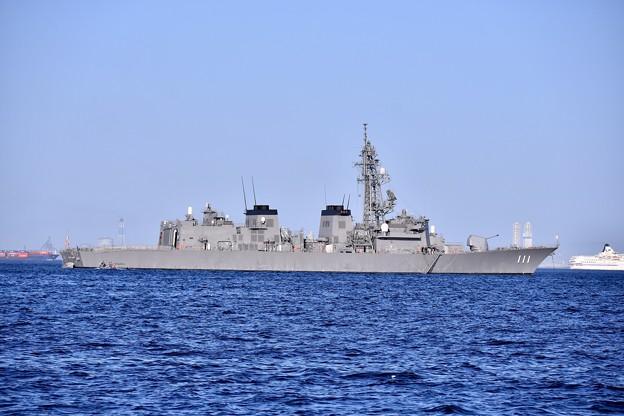 横須賀港の外に護衛艦おおなみ。。20170918