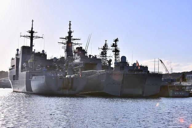 長浦港に呉基地所属 敷設艦むろと、掃海母艦うらが 20170918