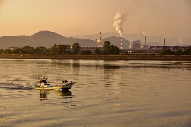 岩国の工場と今津川の夕焼けに染まる 20171009