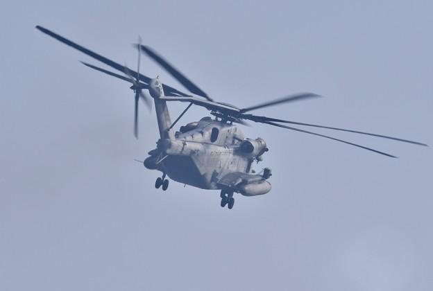 岩国基地。。米海兵隊CH-53Eスーパースタリオン スタリオン旋回。。20171010