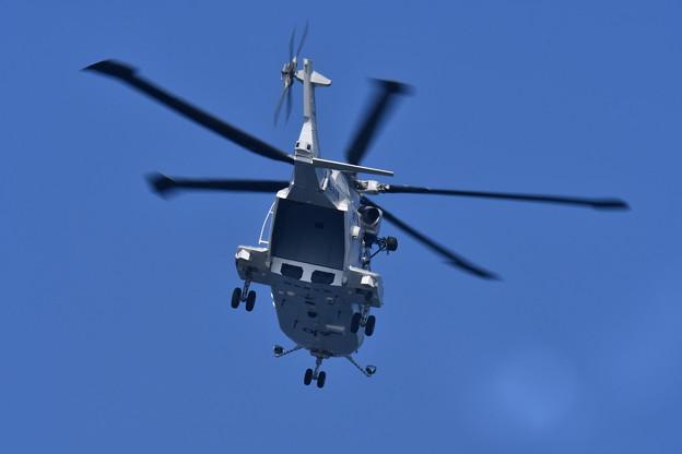 岩国基地。。海自のヘリコプターCH-101繰り返し着陸訓練 20171010