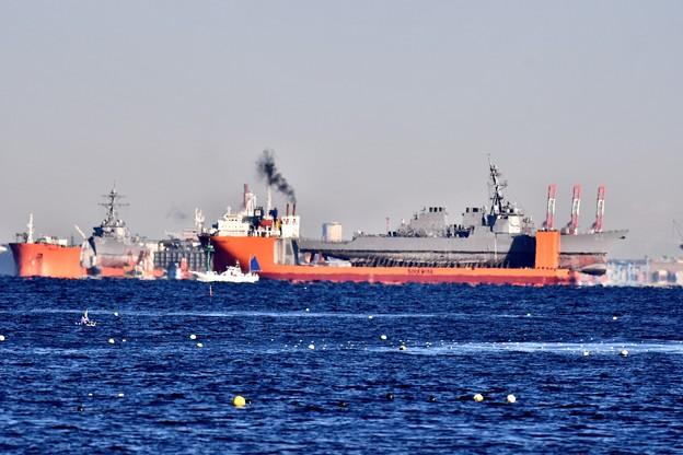 撮って出し。米海軍駆逐艦フィッツ乗せたドック船出航へ 12月9日