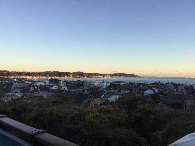 撮って出し。。長谷寺から夕暮れの由比ヶ浜を。。12月9日