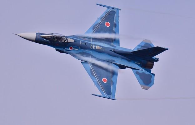 まだまだ旋回してぐるぐる回り岐阜の飛行開発実験団F-2
