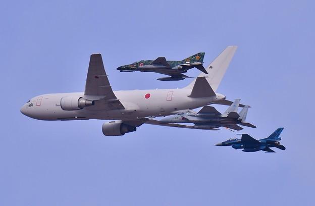 Photos: 空中給油機KC-767の後を追って。。飛行開発実験団