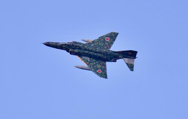 最後にお背中見せて。。アプローチへ岐阜のデジタル迷彩スペマ機F-4