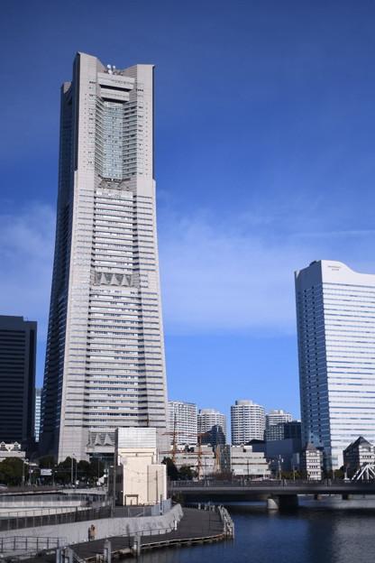 撮って出し。。出初式の朝のみなとみらいランドマークタワー風景。。1月7日