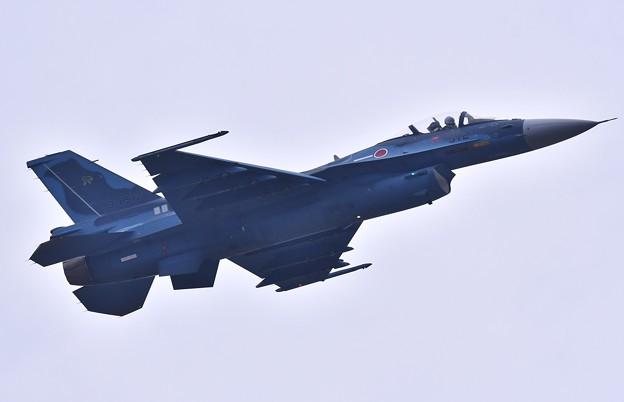 低速ローパスから上昇飛行へ築城のF-2