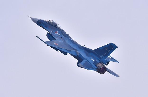 築城基地航空祭。。低速飛行から一気に上昇F-2戦闘機 機動飛行