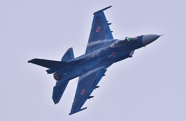 何度もぐるぐる回って旋回F-2戦闘機 機動飛行