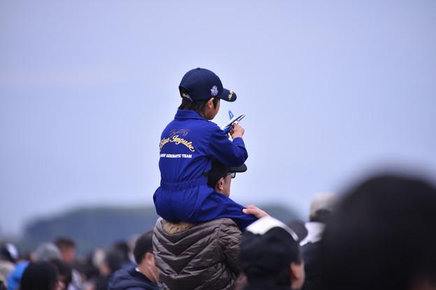 築城基地航空祭。。楽しみのブルーインパルス親子で