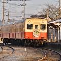 写真: 朝日を浴びて暖かくなる小湊鉄道キハ200 上総鶴舞駅 20171210