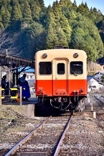 小湊鉄道の風景。。月崎駅到着したキハ200系 20171210
