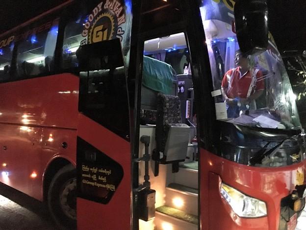 ヤンゴン行きのバス (10)