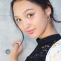 モニカ瑠那コンクリ笑顔