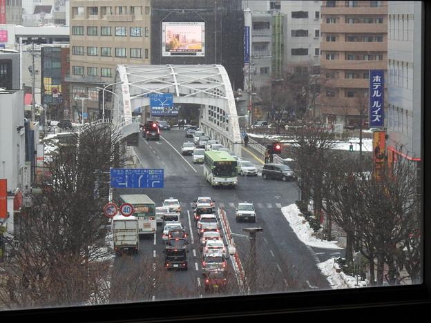 盛岡駅11番線ホームからの開運橋