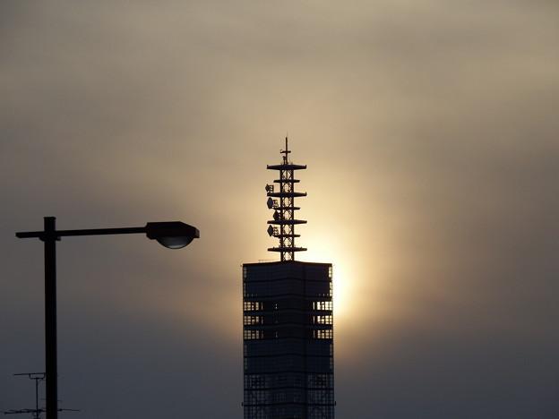 薄っすら陽光とポートタワー セリオン (1)
