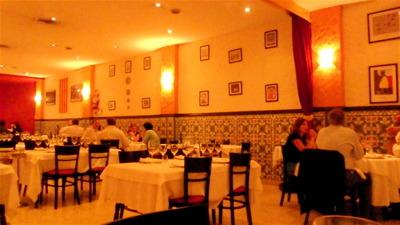 スペイン料理を堪能する夜9