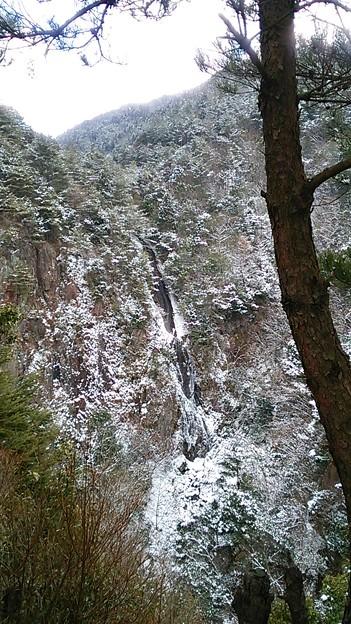滝見台から眺めた扁妙の滝