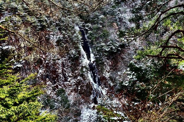 滝見台の先から望む扁妙の滝