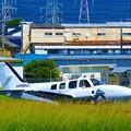 写真: 様々な小型機の離着陸を見ることができる