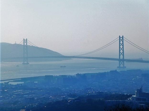 明石海峡大橋と淡路島の眺望