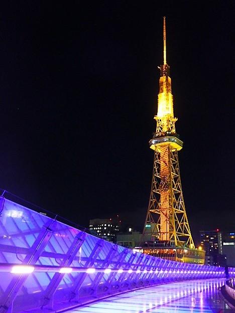 写真: 水の宇宙船と名古屋テレビ塔