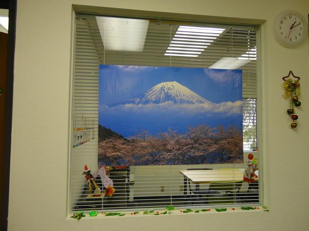 HappyHolidays2014@MIA-Room2_Window