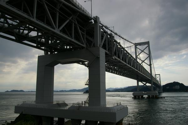 下の公園から大鳴門橋を望む
