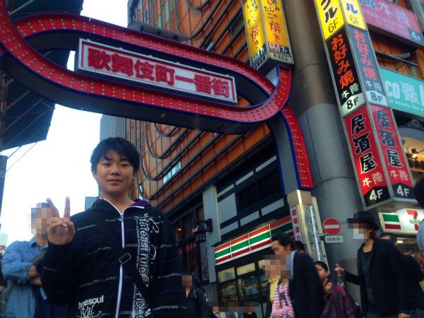 新宿歌舞伎町の中に