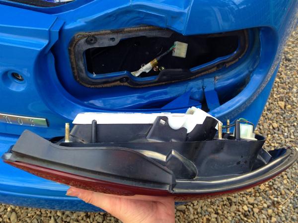 車体側、リアコンビ側の両方をお掃除して組み付け