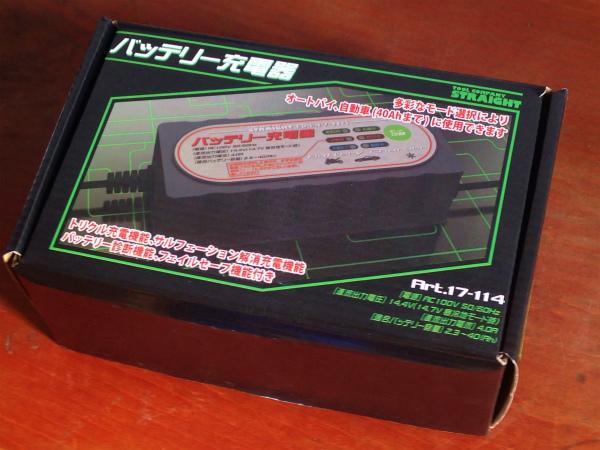 Amazonで購入したストレートのトリクル充電器