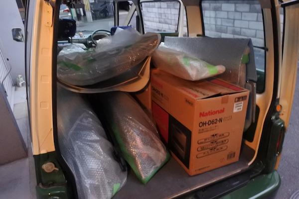 屋根裏から他の部品も降ろしてミニバスの荷台へ