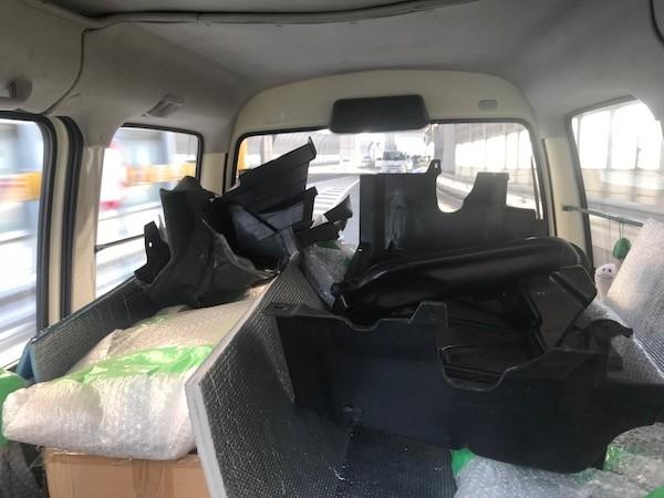 ミニバスには前日に積んだのに加えてVR-Bのトランクから載せ替えたのも含めて
