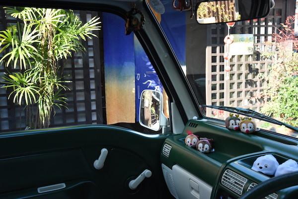 ミニバスの車内からの奈良町の眺め