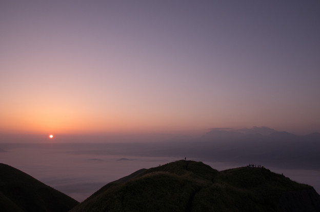 写真: 阿蘇谷の夜明け♪