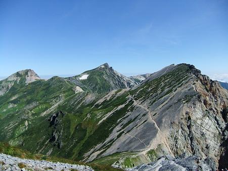 鑓ヶ岳山頂から望む白馬岳と杓子岳