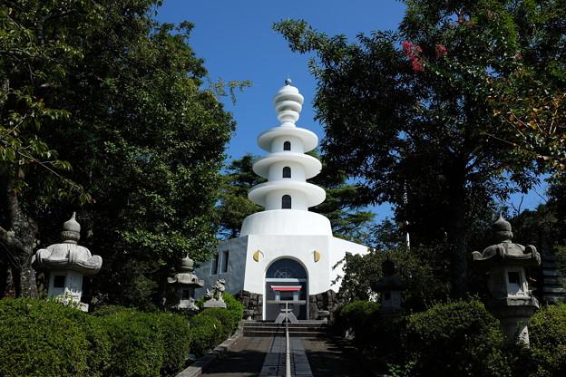 小室山公園の慰霊塔