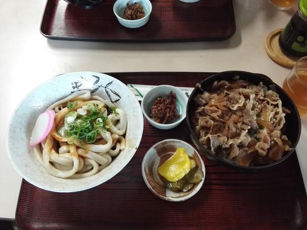 松坂牛丼と伊勢うどん