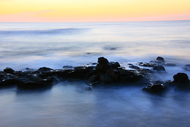 写真: 津の神の手洗い場 会瀬海岸