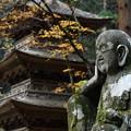 写真: 石仏様と三重の塔