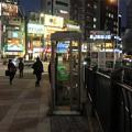 写真: 電話ボックスが似合う街