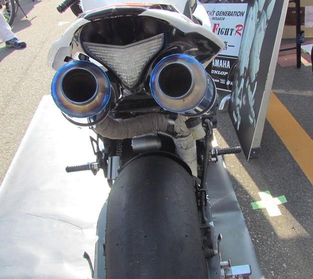 写真: 2014 鈴鹿8耐 YAMAHA YZF-R1 藤田拓哉 ダン・クルーガー 及川誠人 パトレイバー ドッグファイトレーシング 636